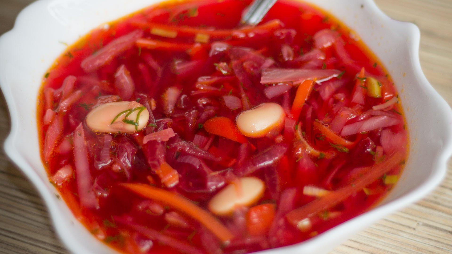 Холодный борщ: 5 самых вкусных рецептов / Простые